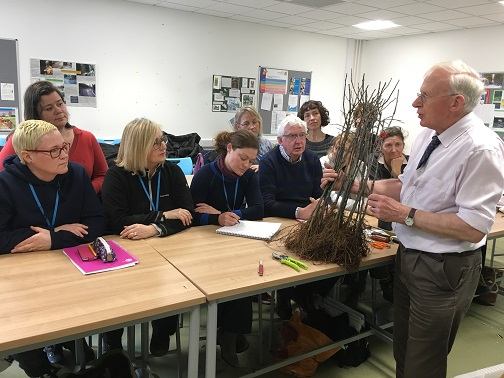 Harry Delaney explains grafting to RHS Level3 practical group